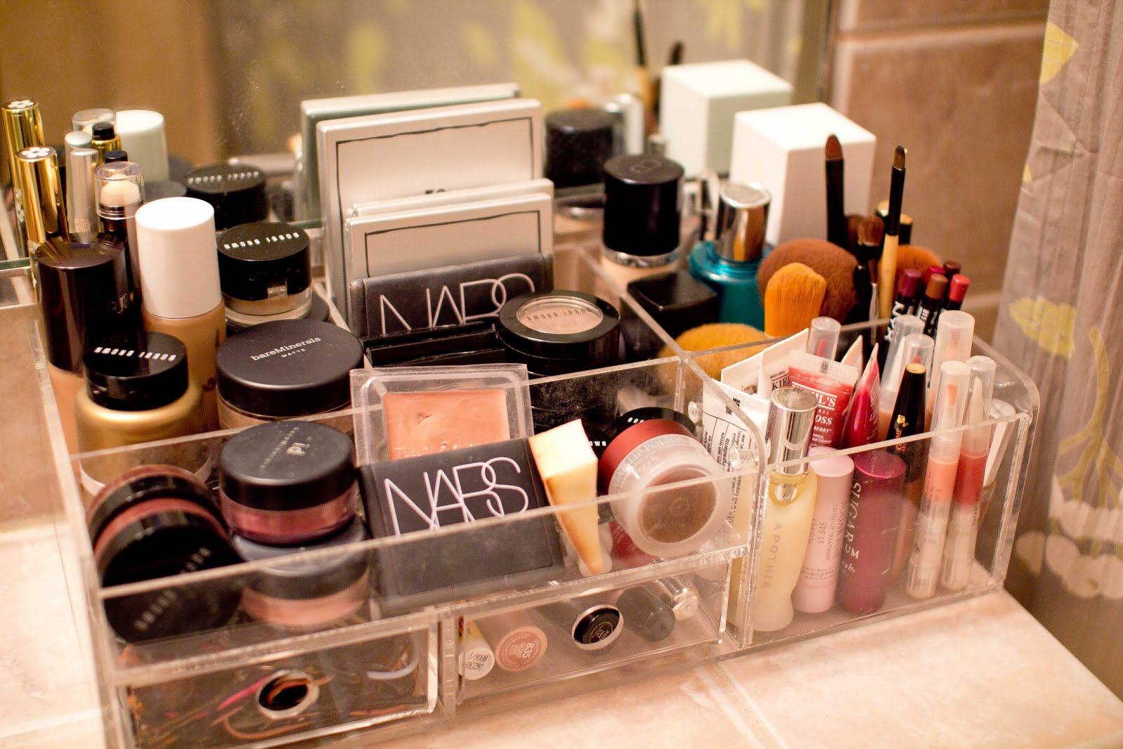 Makeup-Organization-Ideas-mini-storage-for-powder